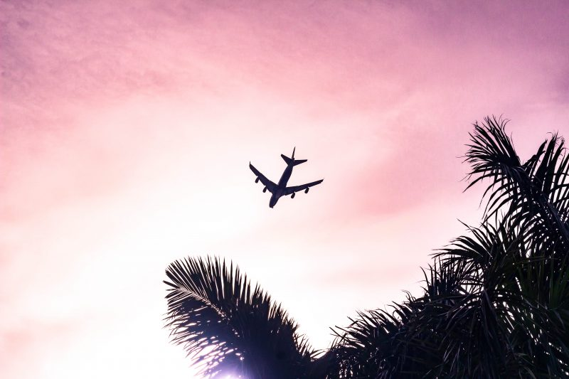 How to Beat the Post-Vacation Blues // post-vacation, things to do after vacation, post-travel plans, coming home, plane landing, tropical vacation photo credit: Eduardo Velazco